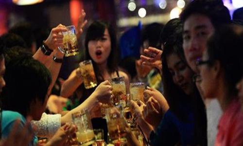 Nạn bia rượu ở Việt Nam lên báo Pháp