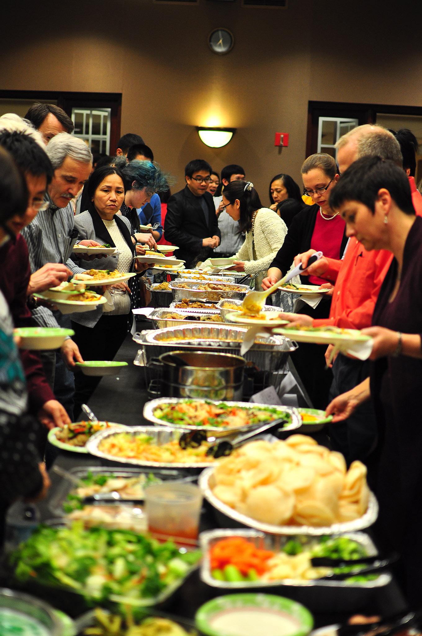 Các món ăn truyền thống dịp đầu năm được chuẩn bị hết sức kỹ lưỡng.