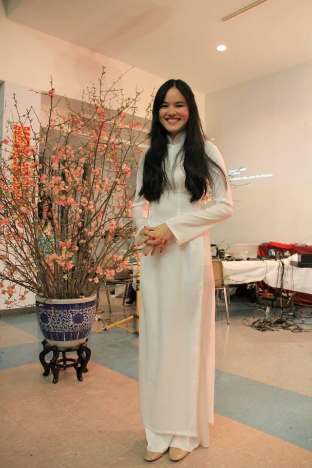 Người mẫu Tuyết Lan giải nhì Vietnam Next Top model mùa thứ 1 trong trang phục áo dài truyền thống