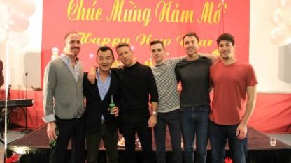 Các bạn Mỹ thích thú với văn hóa Tết Việt Nam. Đây là lần thứ 2 các bạn đến tham gia sự kiện Tết của VNNY.