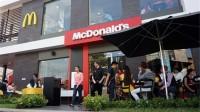McDonald's đánh dấu tròn một năm hoạt động ở Việt Nam bằng việc mở một cửa hàng thứ tư hồi đầu tháng Hai này, trong bối cảnh công ty đang...
