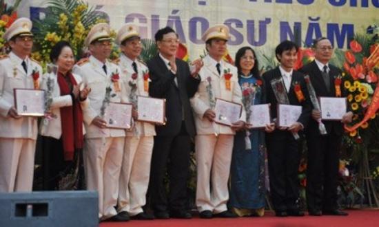Nguyện vọng của tân giáo sư trẻ nhất Việt Nam