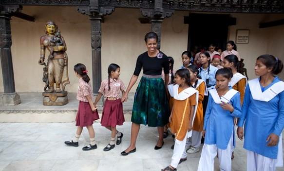 Ông bà chủ Nhà trắng kêu gọi giúp 62 triệu cô gái đi học