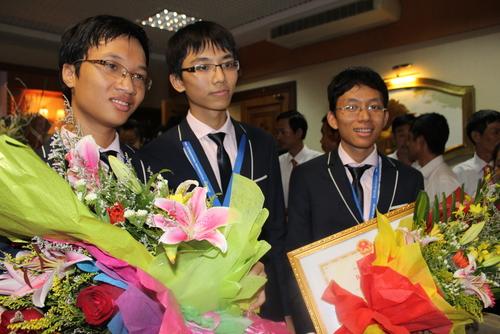 Chàng trai vàng toán học được đề cử gương mặt trẻ Việt Nam tiêu biểu