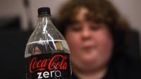 "Vũ Công Danh Đoạn quảng cáo ""Real coke taste and zero calories. Two amazing things combined to make one super amazing thing"" cho một sản phẩm diet soda (nước ngọt..."