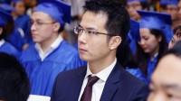 Trần Vinh Dự là tác giả của bài diễn văn gây chấn động trong lễ tốt nghiệp trường CĐ nghề Việt Mỹ. Ông đã từ bỏ mức lương 2 tỷ...