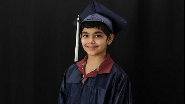 11 tuổi, cậu bé thần đồng trở thành cử nhân