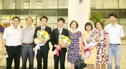 Chuyện cảm động trong đêm đón đoàn Olympic Vật lý châu Á