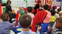 Giáo viên giỏi ở Mỹ cố gắng kết hợp các loại hình nghệ thuật như kịch, rap vào những bài học khô khan nhằm kích thích học sinh hứng thú...