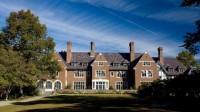 Sarah Lawrence College được xếp hạng vị trí đầu tiên trong bảng xếp hạng các trường đại học của Hoa Kỳ tạo cho sinh viên sự tự do nhất. Những...