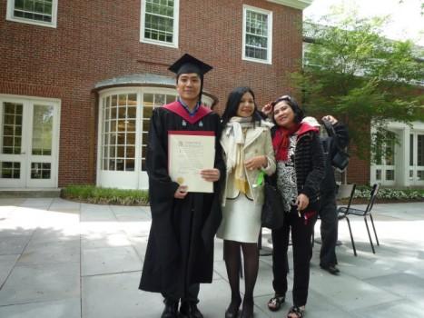 """Từ """"hố đen"""" cuộc đời bước vào Harvard"""