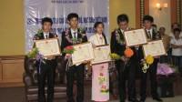 Đinh Thị Hương Thảo, thí sinh nữ duy nhất của Đội tuyển Olympic Vật lý, là một trong ba học sinh giành HCV. Thảo tâm sự em không có bí...