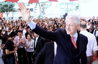 Tổng thống Bill Clinton đến thăm Việt Nam nhân kỷ niệm 20 bình thường hóa quan hệ Việt – Mỹ