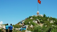 """Chuyến đi thực tế ra đảo trong hội trại """"Sinh viên với biển đảo Tổ quốc – Bình Định 2015"""" là cam kết của người trẻ Việt ở """"trời Tây""""..."""