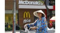 Tầng lớp trung lưu đang sử dụng đồng lương mới của mình cho lối sống tiêu dùng như phương Tây. Trong mắt những người Mỹ, phần lớn dân cư Việt...