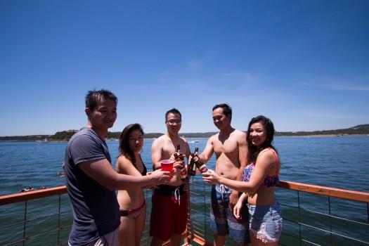 Tiệc chia tay trên thuyền của sinh viên Mỹ