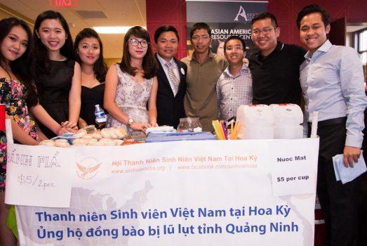 """Sinh viên Việt tại Mỹ ủng hộ đồng bào lũ lụt Quảng Ninh tại """"Vòng Tay Nước Mỹ 3"""""""