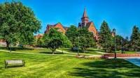 """Nhiều năm nay, người ta chứng kiến nhiều trường đại học Mĩ có nhiều nỗ lực để trở nên thân thiện với môi trường. Bên cạnh việc thêm chất """"xanh""""..."""