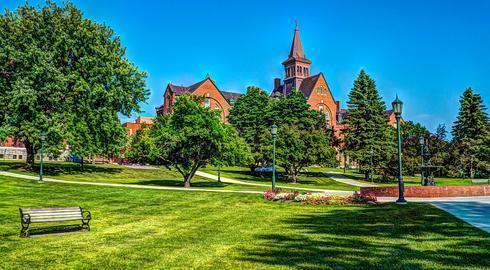 """Top 10 Trường Đại Học """"Xanh """" Ở Mỹ"""