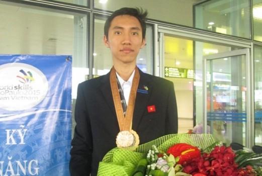 Chàng trai mê game giành huy chương thế giới ngành IT