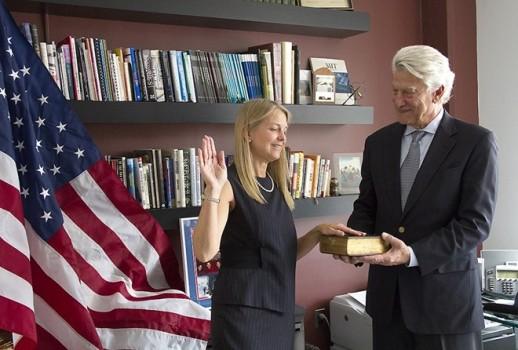 Từ cô bé đánh giày đến Phó giám đốc NASA