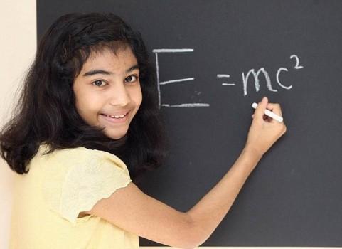 Bé gái 12 tuổi có IQ cao hơn thiên tài Einstein và Hawking