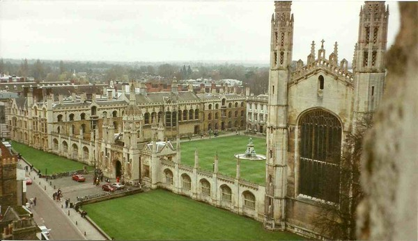 Đại học Cambridge xem xét đưa kỳ thi tuyển sinh đầu vào trở lại