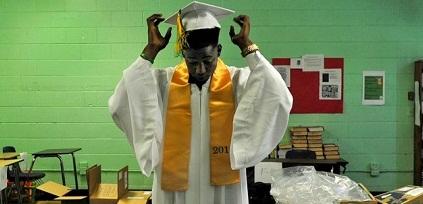 Ngày tốt nghiệp của những học sinh nghèo nhất nước Mỹ