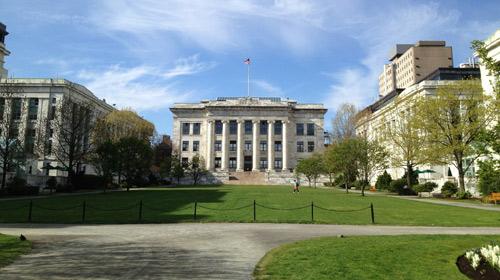 Lần đầu tiên Harvard rớt top 4 đại học hàng đầu thế giới