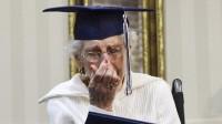 80 năm sau khi buộc phải bỏ học để giúp gia đình, cụ bà 97 tuổi đã được trao bằng tốt nghiệp phổ thông trung học từ trường Công giáo...