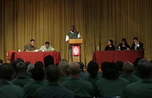 Nhóm tranh biện của Đại học Harvard thua nhóm của tù nhân New York