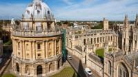 Oxford thường xuyên cạnh tranh với Cambridge cho vị trí đầu trên các bảng xếp hạng đại học tại Anh và luôn có tên trong mười đại học hàng đầu...
