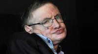"""Khi được phóng viên hỏi: """"Điều gì khiến giáo sư suy nghĩ nhiều nhất trong ngày? Ngay lập tức, giáo sư Hawking đã trả lời rằng: """"Phụ nữ. Họ thật..."""