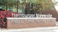 Đại học Hamburger, Mỹ được thành lập nhằm đào tạo quản lý, góp phần phát triển ngành dịch vụ ăn uống. Năm 1961, Fred Turner thành lập Đại học Hamburger...