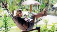 Ngồi quanh những người du lịch ba lô trẻ đẹp ở Bangkok-Thái Lan, tôi quyết định một khi đã về đến nhà ở Đức tôi sẽ bỏ việc và đi...