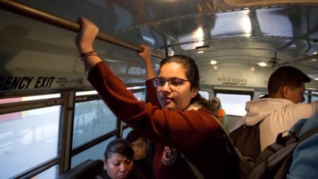 Nữ sinh 19 tuổi đi học xuyên biên giới