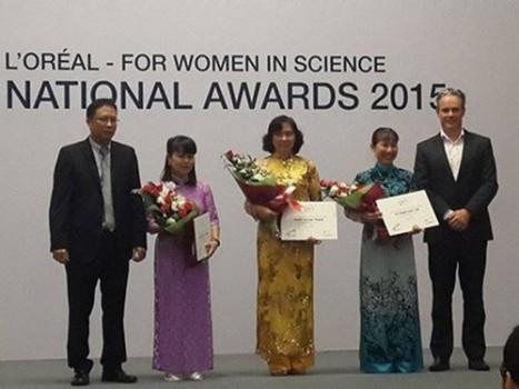 Vinh danh 3 nữ nhà giáo – nhà khoa học trẻ của Việt Nam