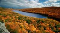Trong tiết trời mùa Thu, khắp nước Mỹ khoác trên mình vẻ đẹp rực rỡ của những cánh rừng ôn đới đang chuyển mình với các tầng lá đỏ vàng,...