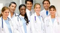 Các bác sĩ ở Mỹ phải hoàn thành chương trình đào tạo cử nhân 4 năm, sau đó trải qua 4 năm trong trường y khoa và hoàn thành 3-7...