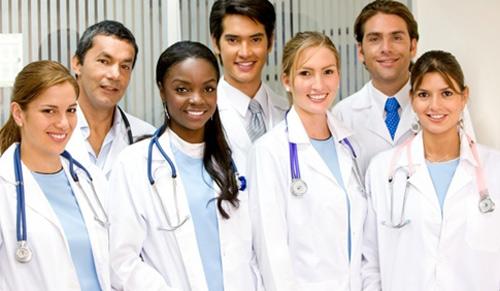 Mất ít nhất 11 năm mới trở thành bác sĩ tại Mỹ
