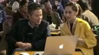 """Ngoài giới thiệu cuốn sách dịch """"Oscar và bà áo hồng"""", sáng 19/12, GS Ngô Bảo Châu cùng hoa hậu Đặng Thu Thảo đã tham gia phiên đấu giá sách..."""