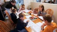 Số lượng người Mỹ lựa chọn dạy học tại nhà ngày càng tăng vì nó giúp trẻ em được học đúng trình độ, tiết kiệm thời gian, chi phí, thậm...