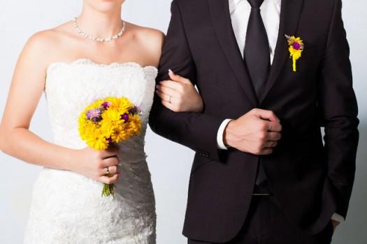 Công ty này sẽ cho bạn 10.000 USD làm đám cưới nhưng li dị thì phải trả lại tiền