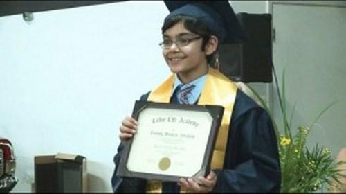 Thần đồng gây chấn động khi tốt nghiệp ĐH ở tuổi 11