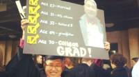 Một cụ ông gốc Việt bỗng dưng nổi tiếng sau khi bức ảnh ông khoe thành tích tốt nghiệp đại học ở tuổi 70 được chia sẻ trên Facebook. Tốt...