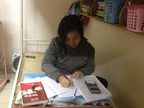Cô gái mồ côi từ chối học bổng du học