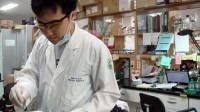Suốt 10 năm qua, tiến sĩ Nguyễn Hồng Vũ (34 tuổi, cựu sinh viên Trường ĐH Khoa học tự nhiên TP.HCM) đã dành nhiều tâm huyết nghiên cứu hướng điều...