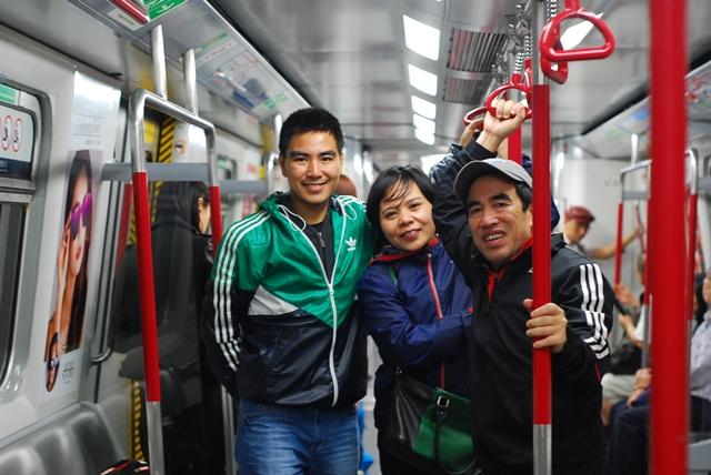 Phan Mạnh Tân cùng bố mẹ tại Úc