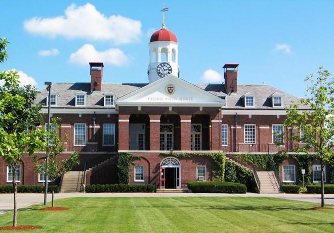 Đại học Harvard đổi chức danh các nhân viên quản lý tòa nhà vì cáo buộc liên quan chế độ nô lệ. Ảnh: Harvard.edu.