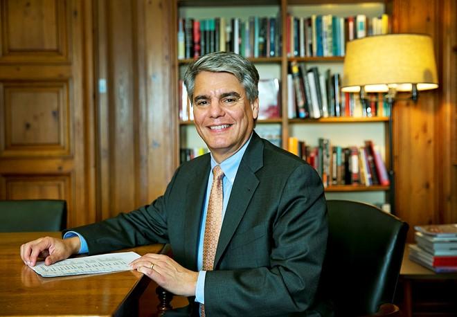Hiệu trưởng Đại học Texas tại Austin không ủng hộ luật mới. Ảnh: Stateman.
